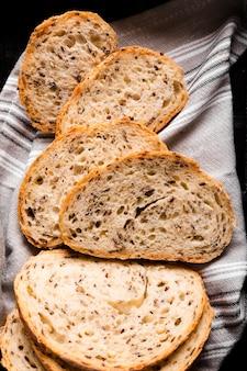 Fette di pane deliziose del primo piano