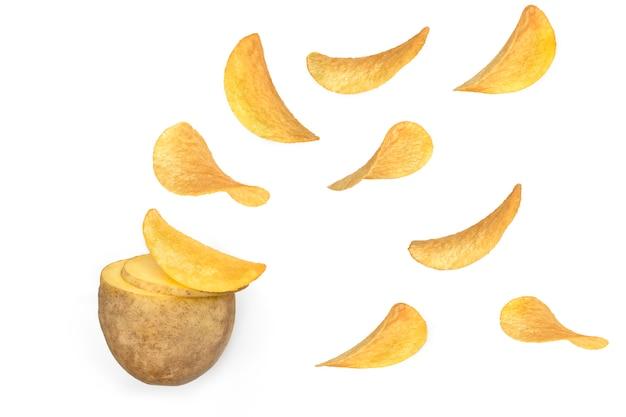 Fette di patate naturali crude che si trasformano in patatine fritte. concetto delle patatine fritte isolato su fondo bianco