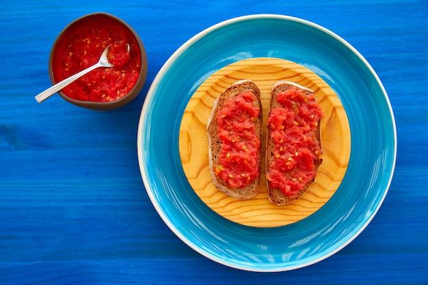 Fette tostate con pomodoro grattugiato