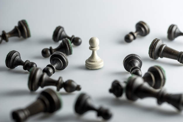 Figura di scacchi, strategia aziendale, leadership, squadra e successo