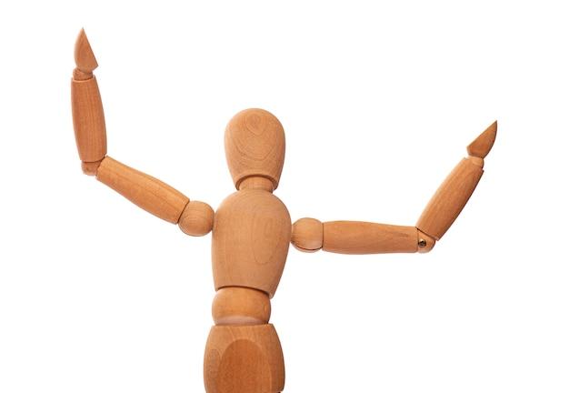 Figura in legno, bambola, manichino con le braccia alzate isolato