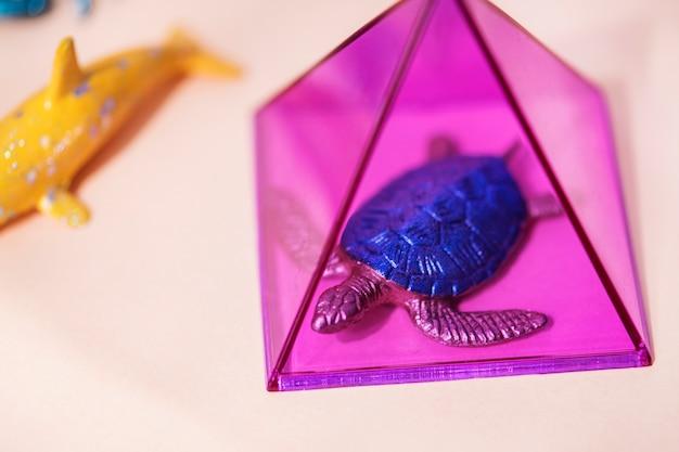 Figure animali in miniatura colorate e luminose