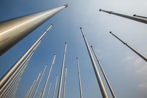 Fila di flagpole