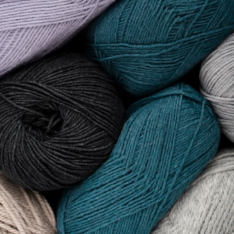 Filato di lana blu e nero
