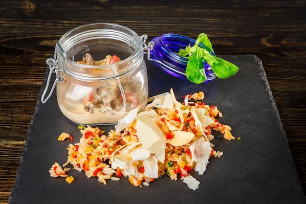 Filetto alla stroganoff con salsa cremosa, riso e verdure