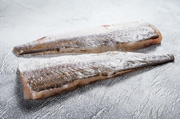 Filetto crudo di pesce nasello