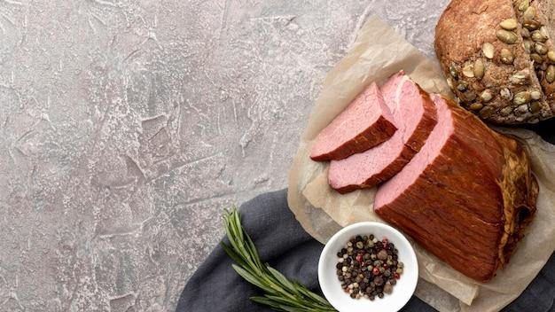 Filetto di carne e copia-spazio