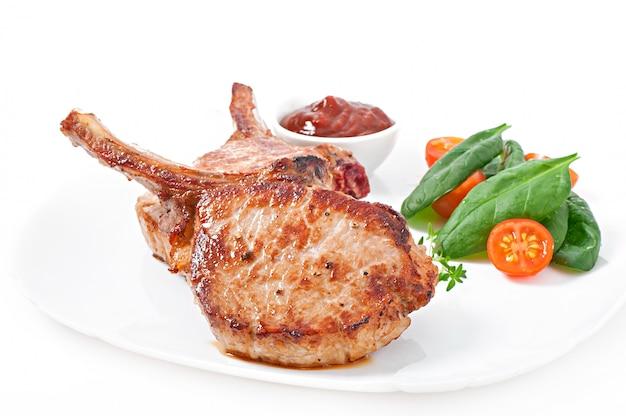Filetto di maiale alla griglia succosa con fagiolini