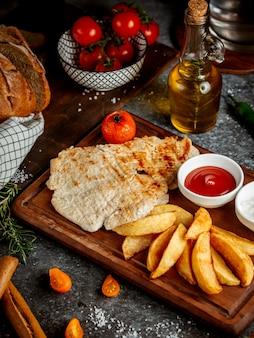 Filetto di pollo con patate fritte