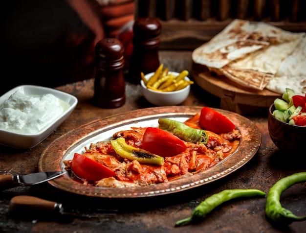 Filetto di pollo in salsa con verdure