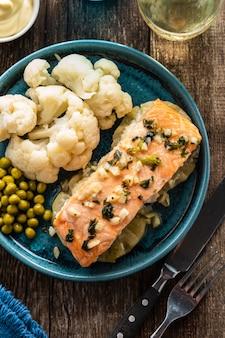 Filetto di salmone con ananas e cavolfiore