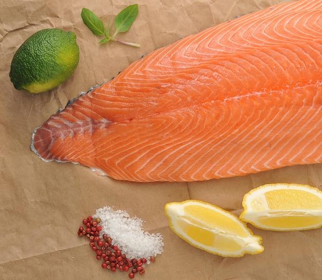 Filetto di salmone crudo