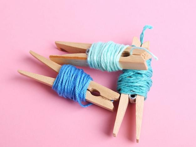 Fili di lana rotoli di rosa