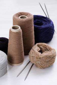 Fili multicolore di filati di lana italiani, raggi.