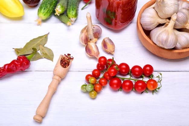 Filiale di pomodoro fresco rosso ciliegia