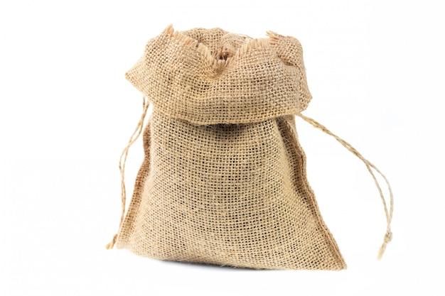 Fine del sacco del tessuto della tela da imballaggio su isolata su bianco.