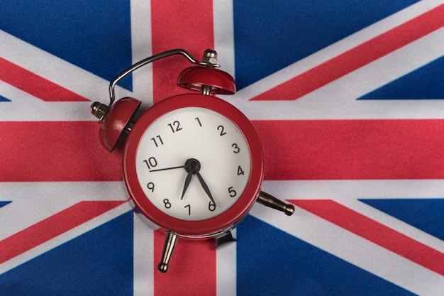 Fine dell'orologio d'annata del regno unito della bandiera su. bandiera nazionale del regno unito. gran bretagna.