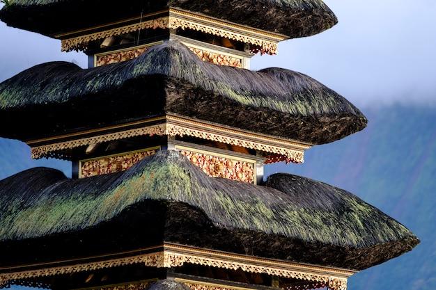Fine della pagoda di bali su, indonesia