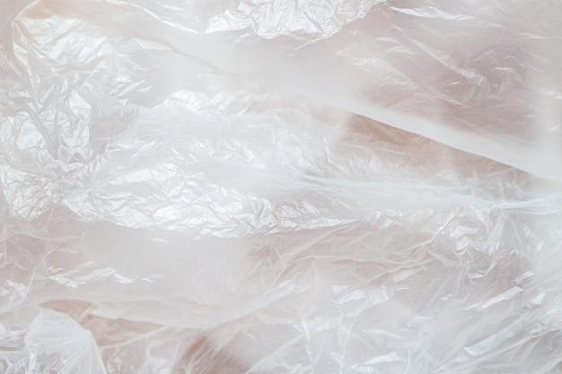 Fine di plastica sgualcita bianco del fondo su polietilene