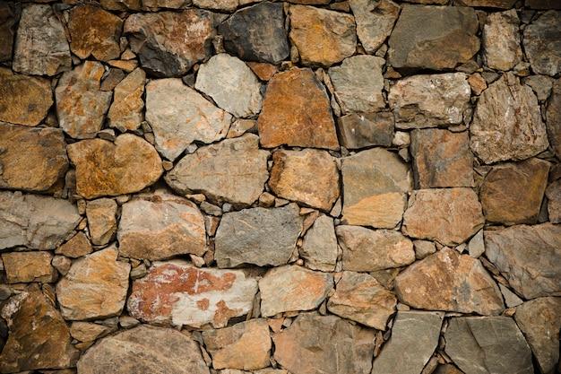 Fine di struttura della parete di pietra su