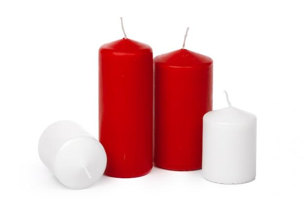 Fine isolata candela colorata cera su