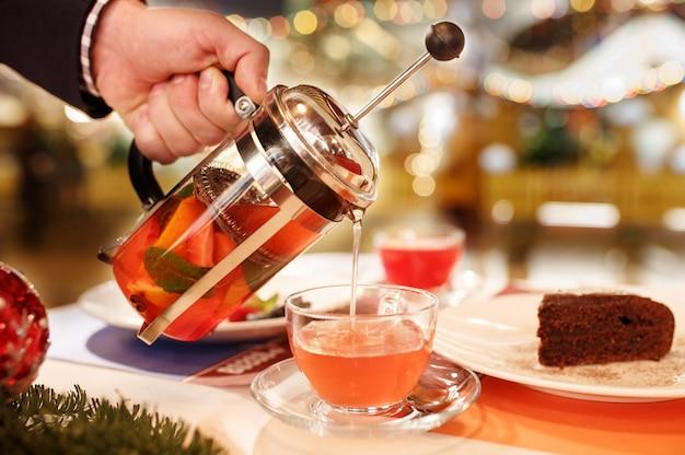 Finestra del tè di natale sullo sfondo. sfondo di celebrazione di nuovi anni.