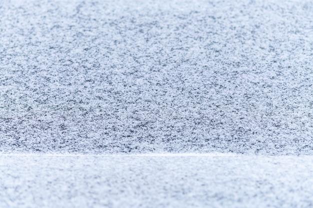 Finestrino coperto di neve