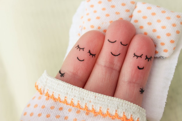 Finger art. felice l'uomo dorme con due donne.