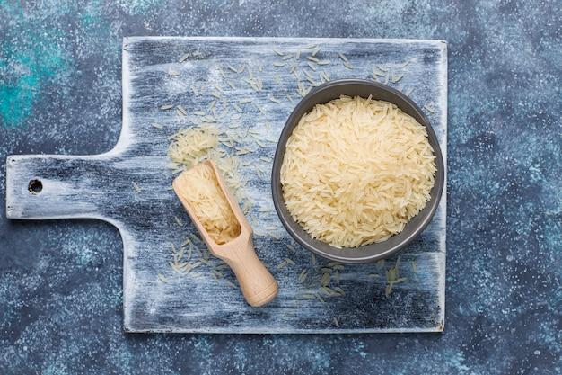 Fiocchi di riso, spaghetti di riso, pane di riso e riso, vista dall'alto