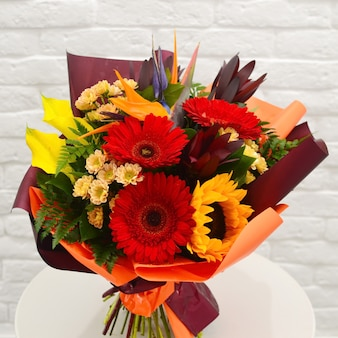 Fiore bellissimo biglietto di auguri. priorità bassa del fiore per festa della mamma o di san valentino.