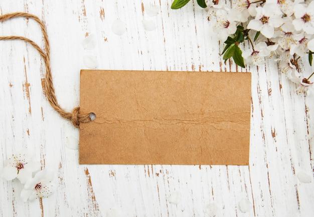 Fiore con la carta