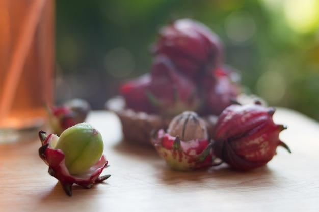 Fiore di rosella fresco con succo di roselle