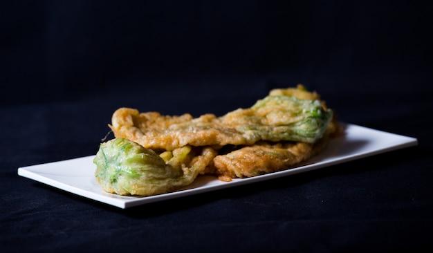 Fiore di zucca impastato in tempura