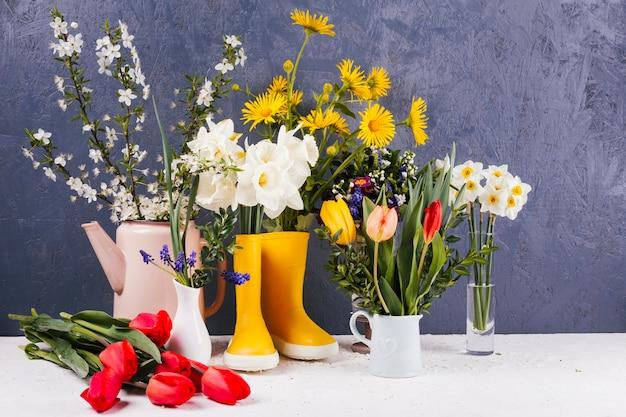 Fiori decorativi in un vaso