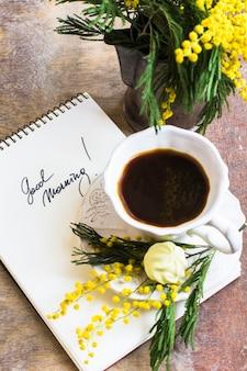 Fiori di caffè e mimosa