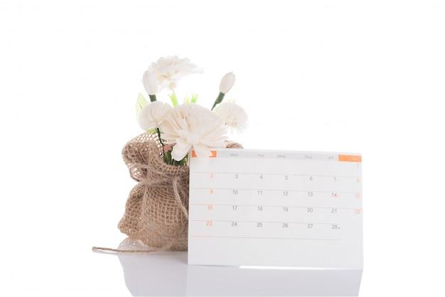 Fiori di gelsomino a base di sapone con sacco di juta e rilievo di calendario su bianco