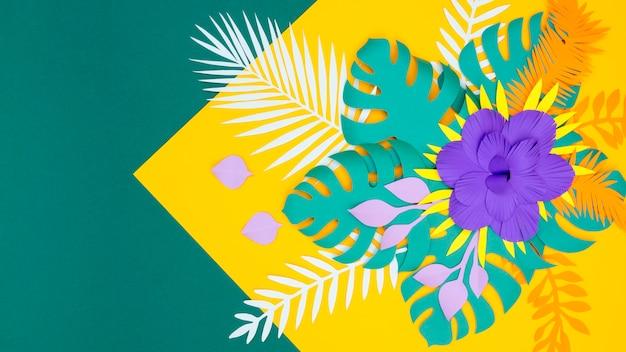Fioritura di foglie e fiori di carta