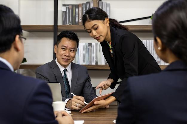 Firmando l'affare