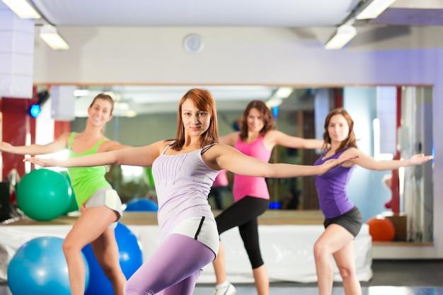 Fitness - allenamento e allenamento in palestra