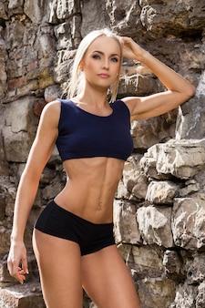 Fitness. bella donna con un corpo sexy