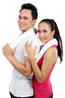 Fitness coppia giovane uomo e donna sorridente