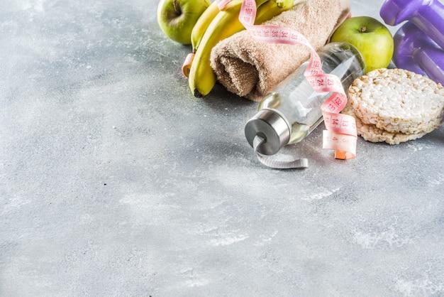 Fitness e cibo sano su cemento