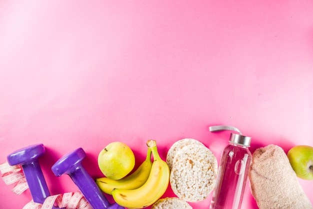 Fitness e cibo sano sul rosa