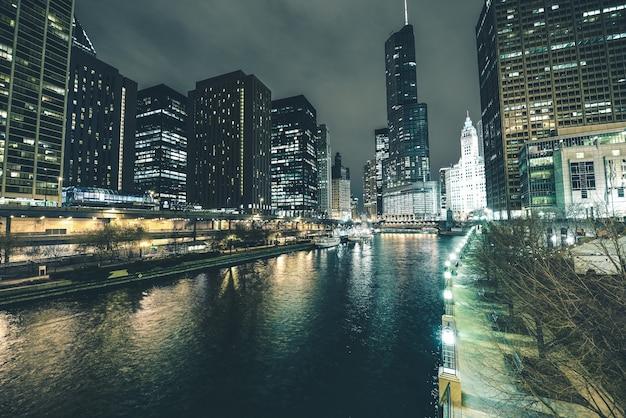 Fiume chicago nel centro della città