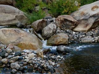 Fiume shore boulders