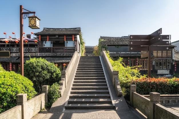 Fiume wuzhen e antico ponte in pietra