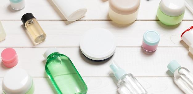 Flaconi, barattoli, contenitori e spray per la cosmetica