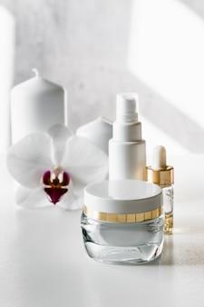 Flaconi per la cosmetica vuoti bianchi, contenitore o vasetto per crema, siero e altri prodotti cosmetici