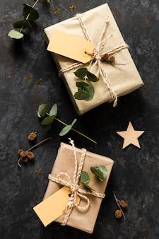 Flat lay bellissimi regali incartati