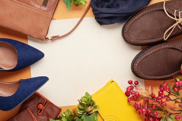 Flat lay con collezione di accessori donna